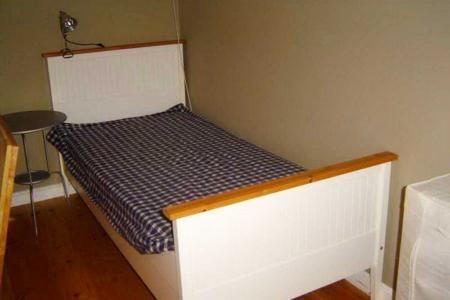 Maison Christol - slaapkamer met dubbel bed en enkel bed