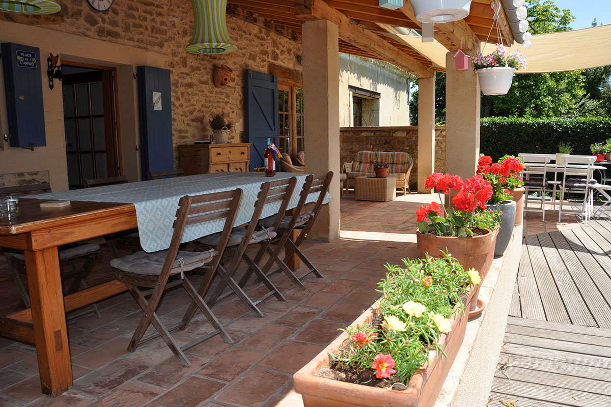Maison Christol - het terras aan de keuken kant